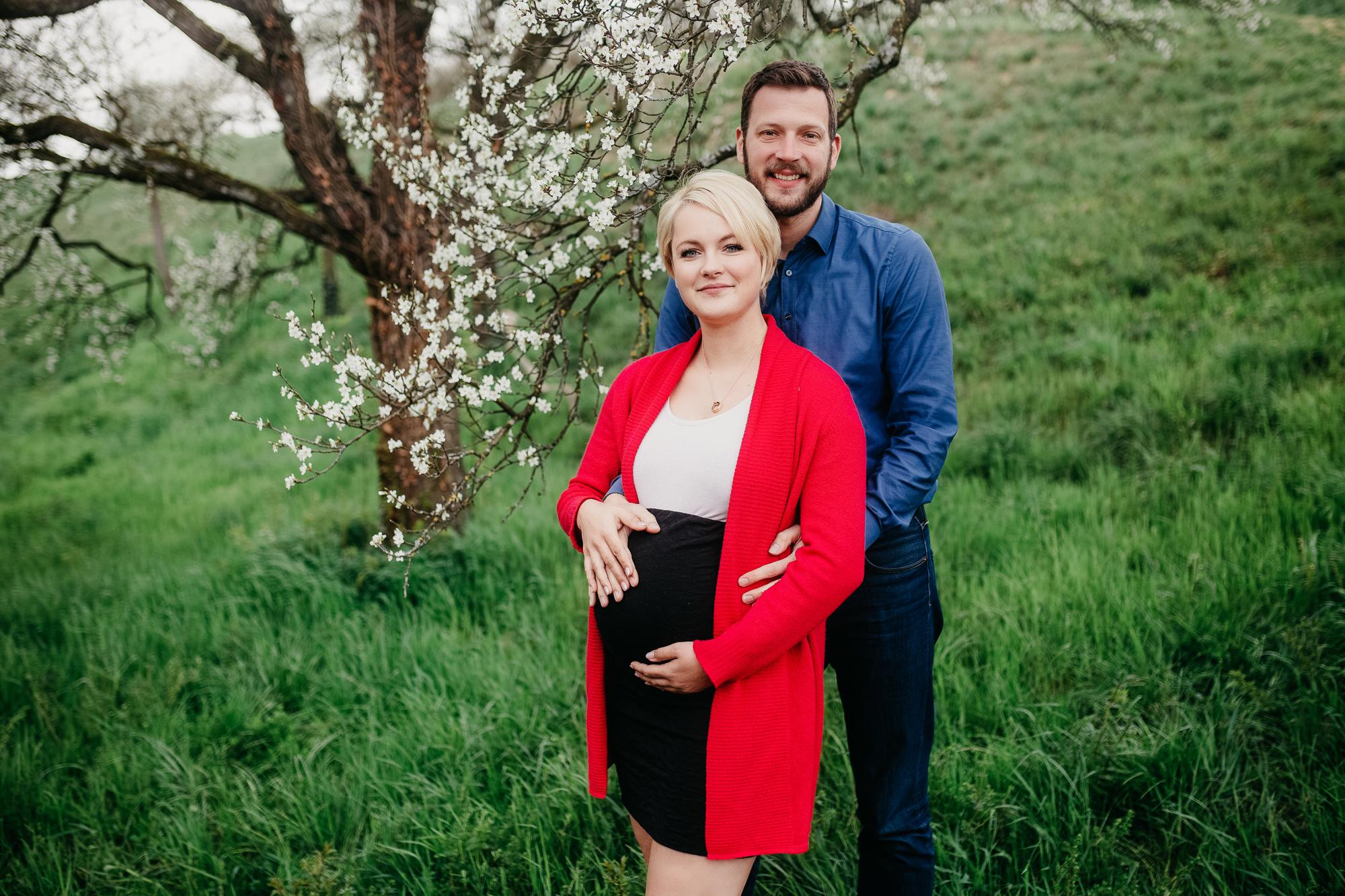 Babybauchshooting Frühjahr bei Stuttgart